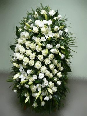 Венок на похороны из живых цветов №16