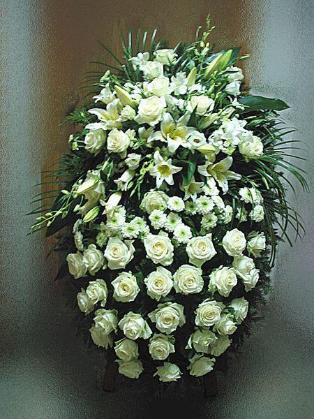 Венок на похороны из живых цветов №17