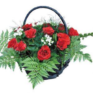 Корзина из живых цветов на похороны к3