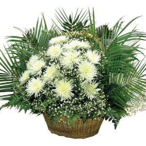 Корзина из живых цветов на похороны к5