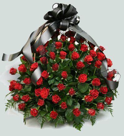 Корзина из живых цветов на похороны к1