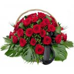 Корзина из живых цветов на похороны
